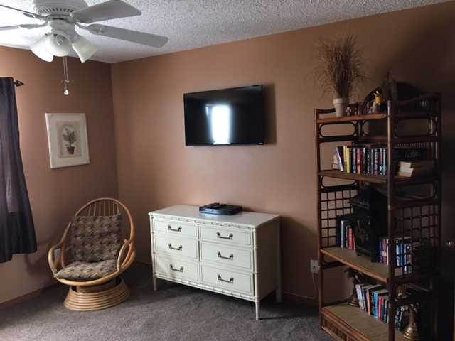 """Bedroom 2 40"""" Smart TV w/Bluray"""