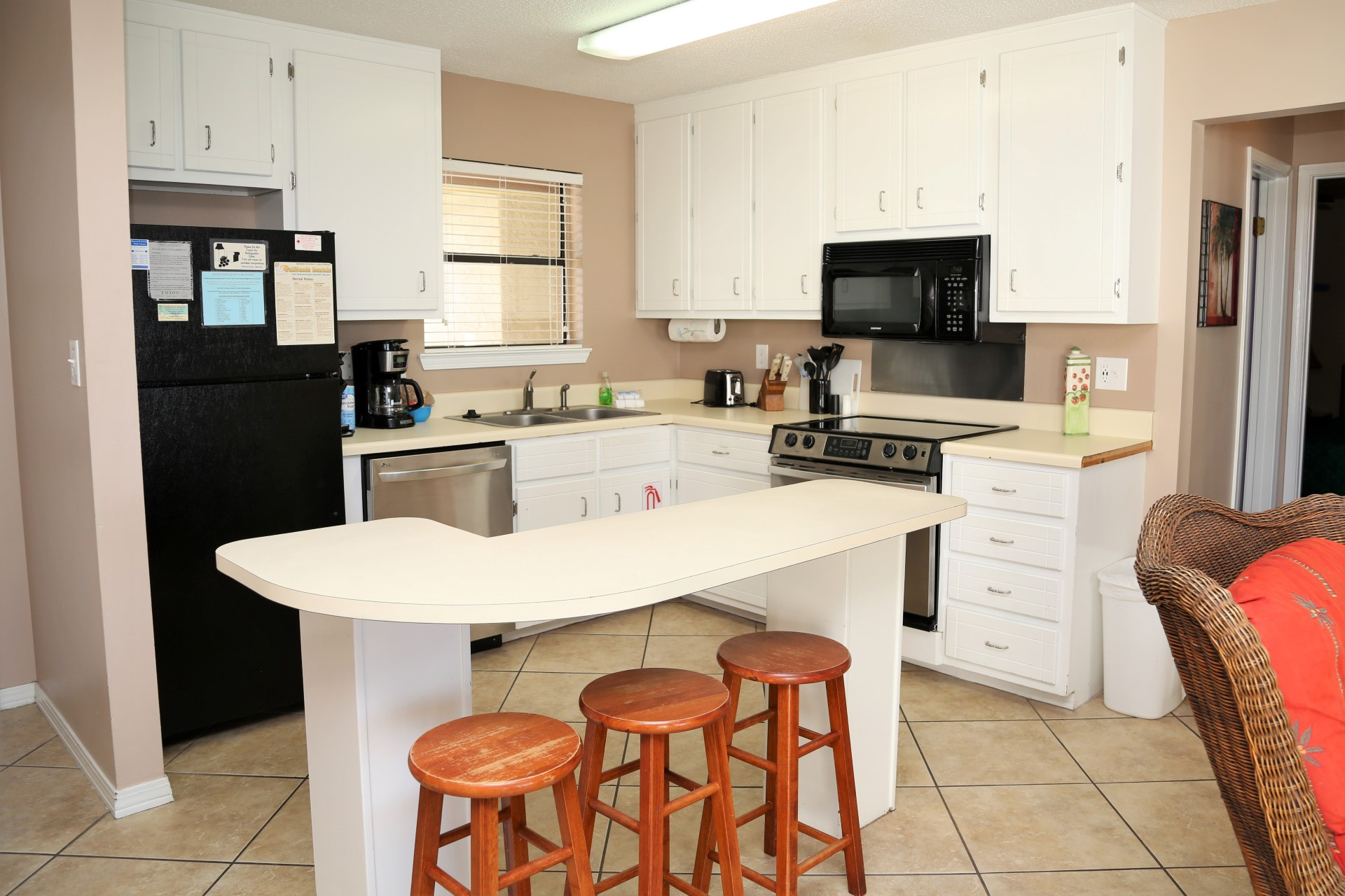 Full kitchen w/modern appliances (stove now flattop)