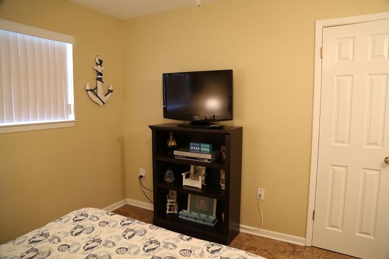 Guest Bedroom - TV