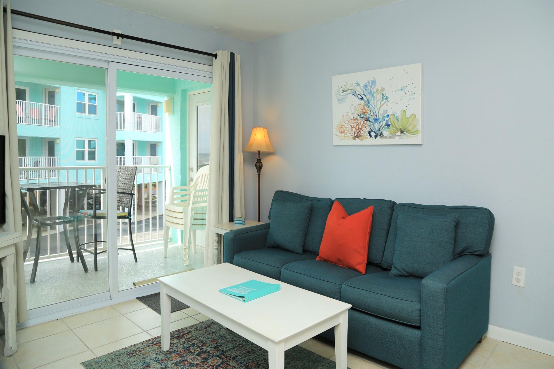 Harbor House B17 - living room