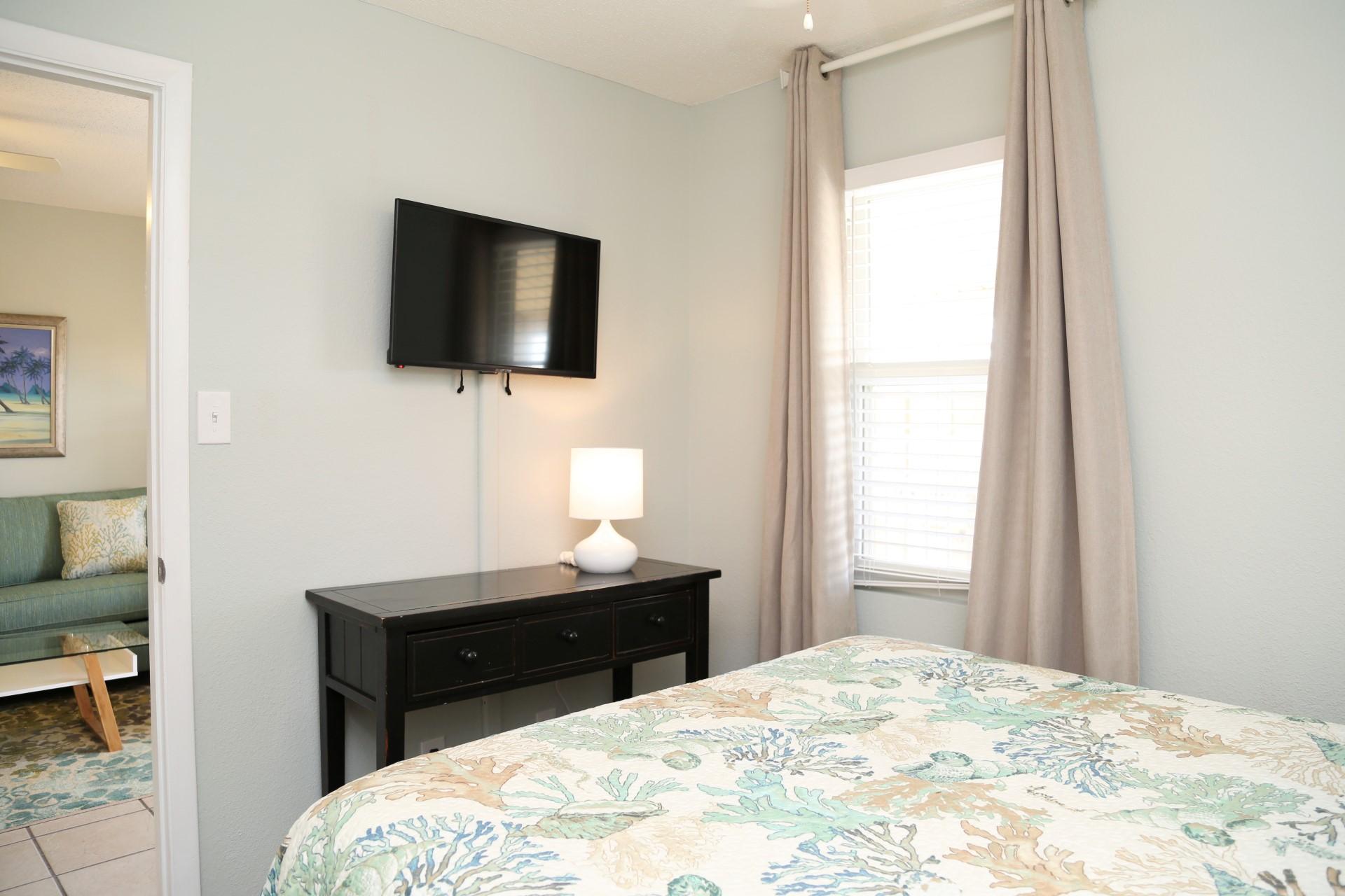 Front bedroom - TV