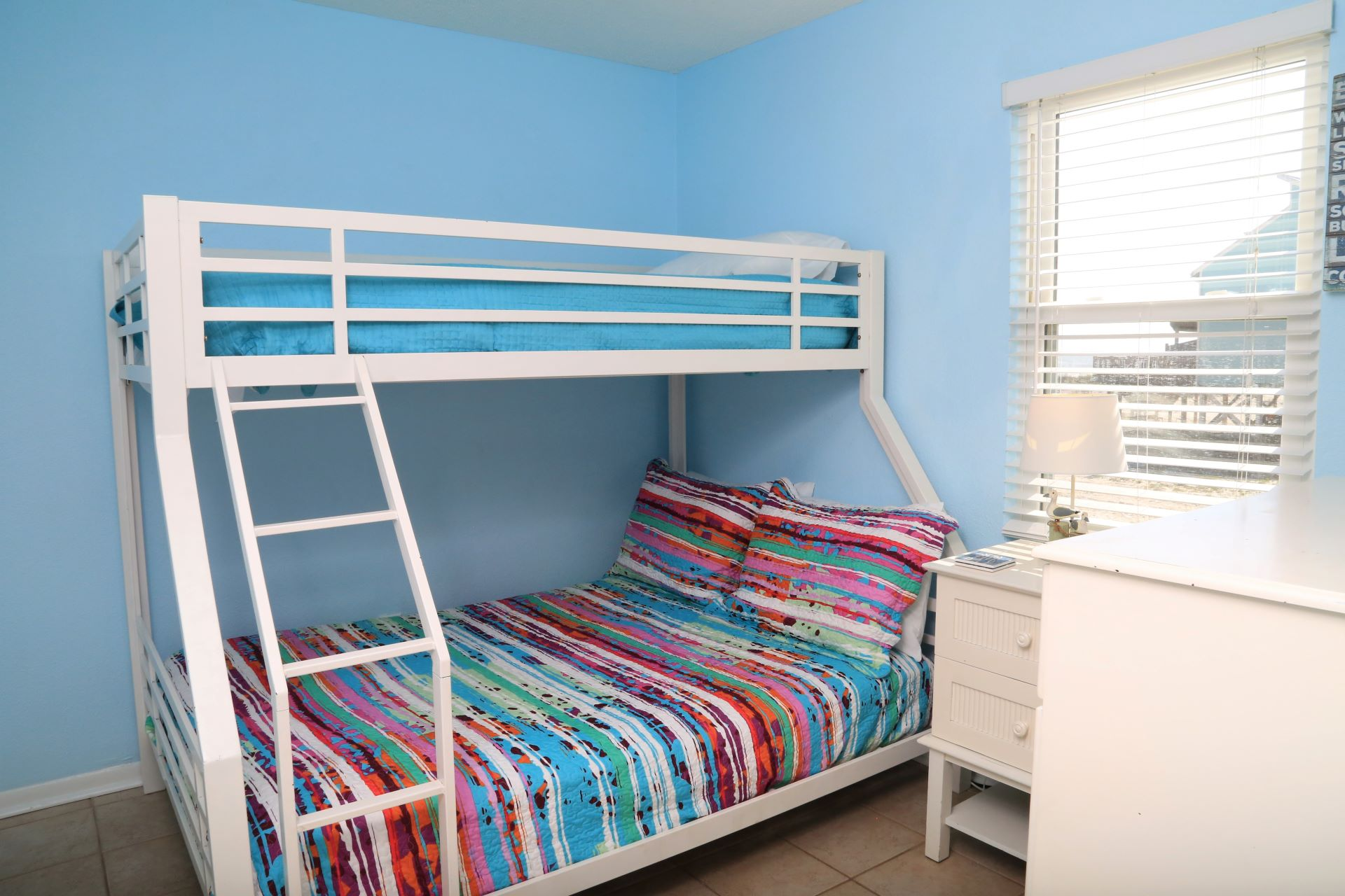 The second bedroom is perfect for kids with a Bunkbed (full/