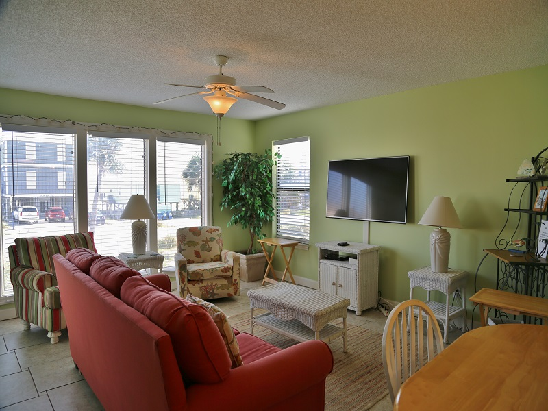 Sea Oats H102 - Living room with large flat screen TV