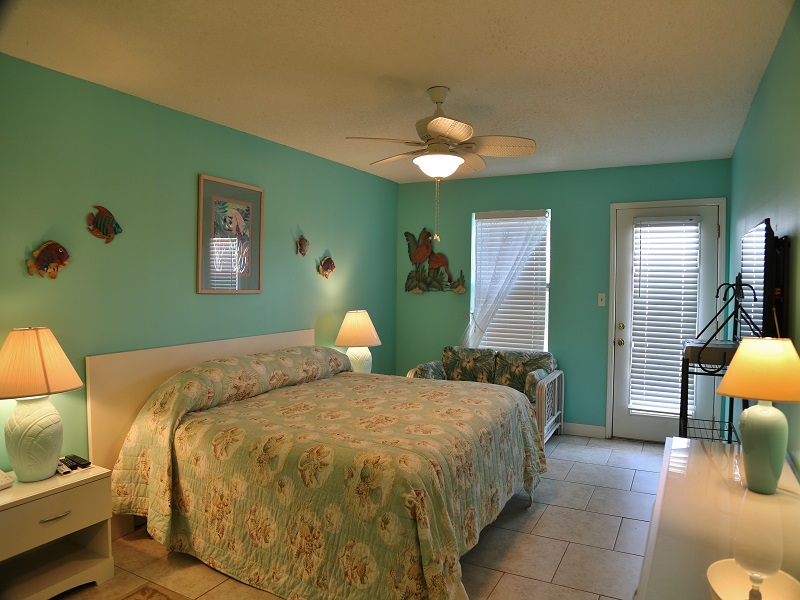 Sea Oats H102 - Large Master bedroom with King bed!