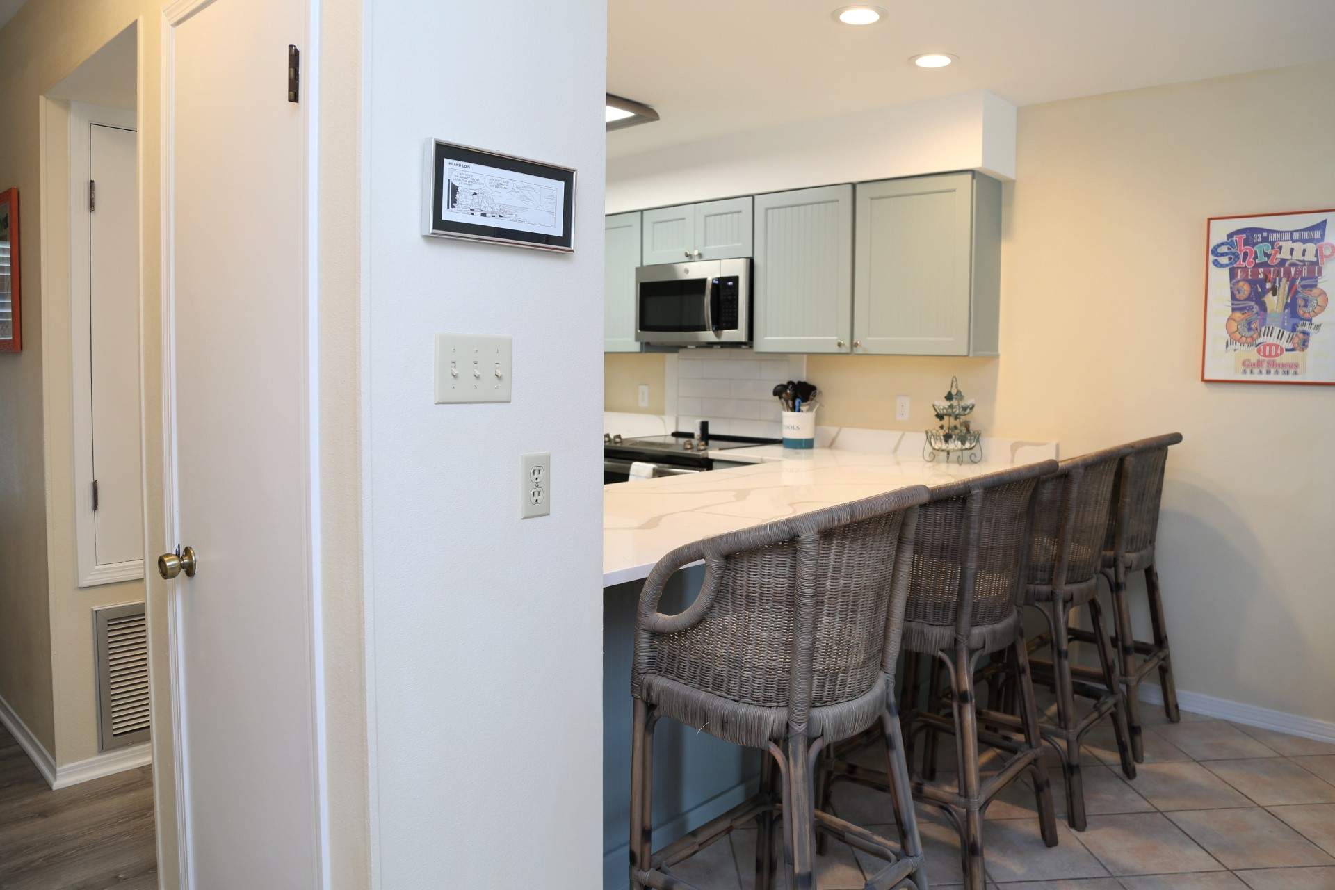 Ocean Reef 802 - Kitchen and bar seating