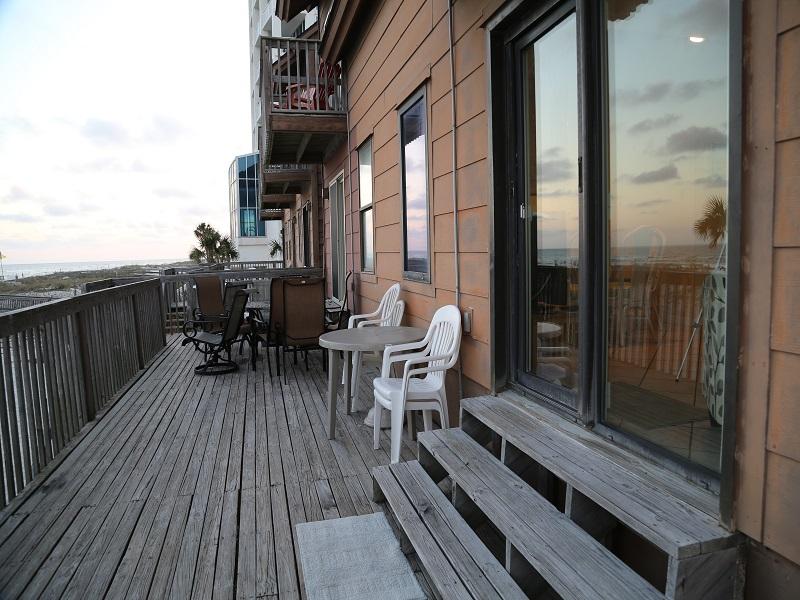 Ocean Reef 802 - Large deck area