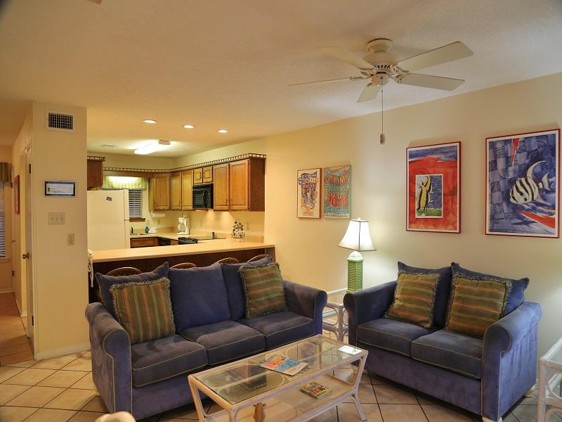 Ocean Reef 802 - Open, spacious living area