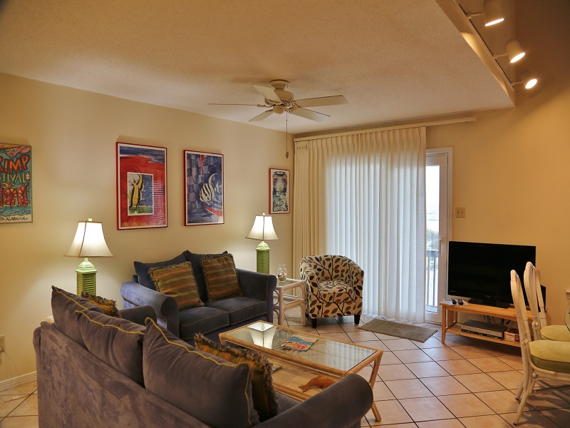 Ocean Reef 802 - Living & dining w/balcony access