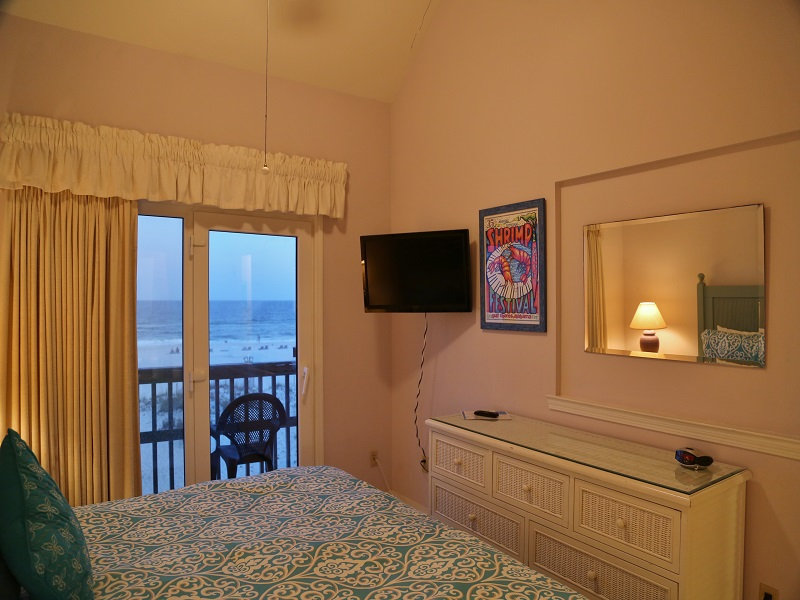 Ocean Reef 802 - Flatscreen TV in Master BR