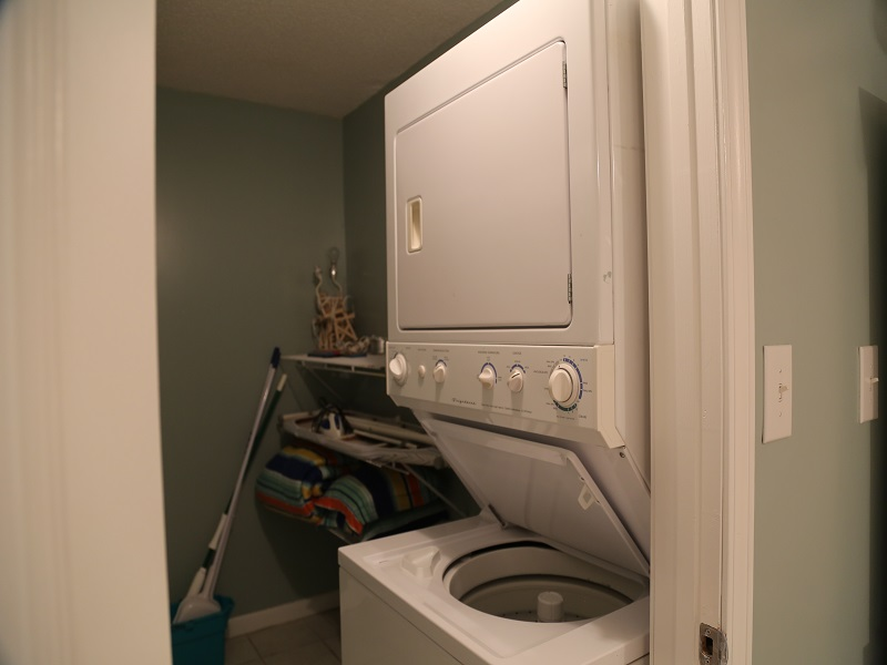 Washer/dryer in Master