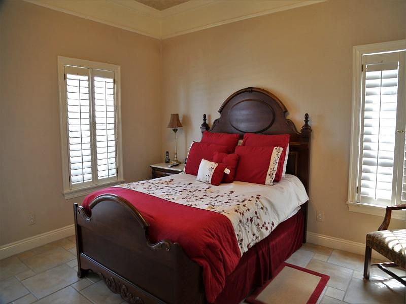 Master bedroom 2 Queen, with balcony access