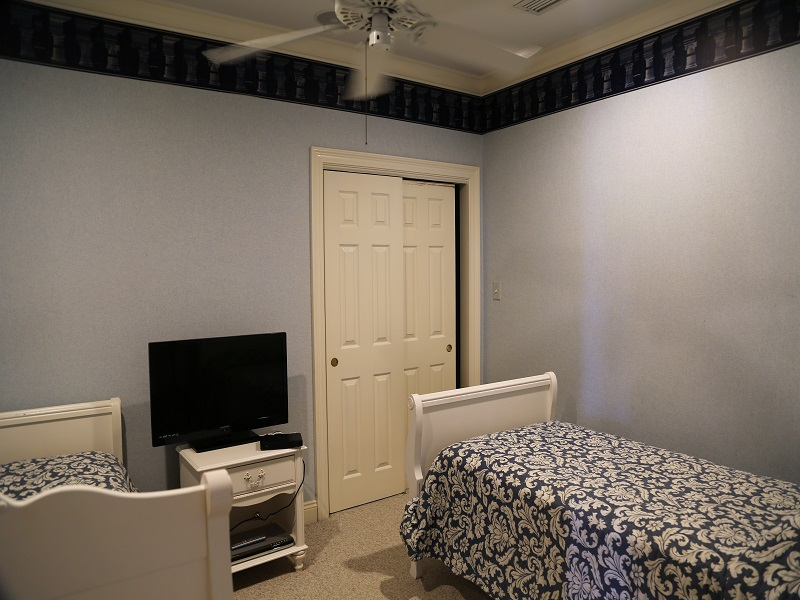 Sixth bedroom with 2 twin beds