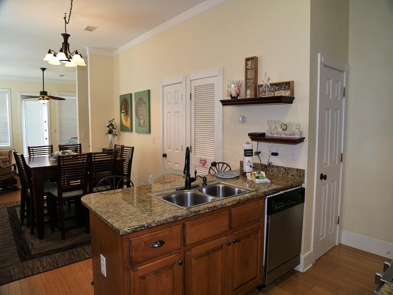 Open kitchen/bar