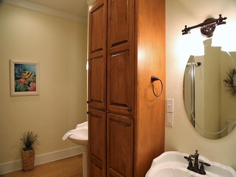Master bathroom - double pedestal sinks