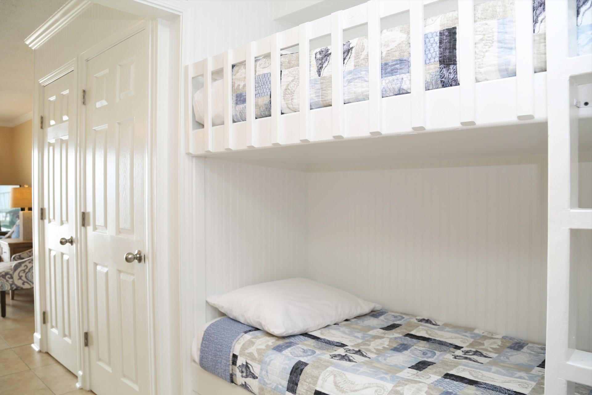 Built-in hallway bunks, great for the kids!