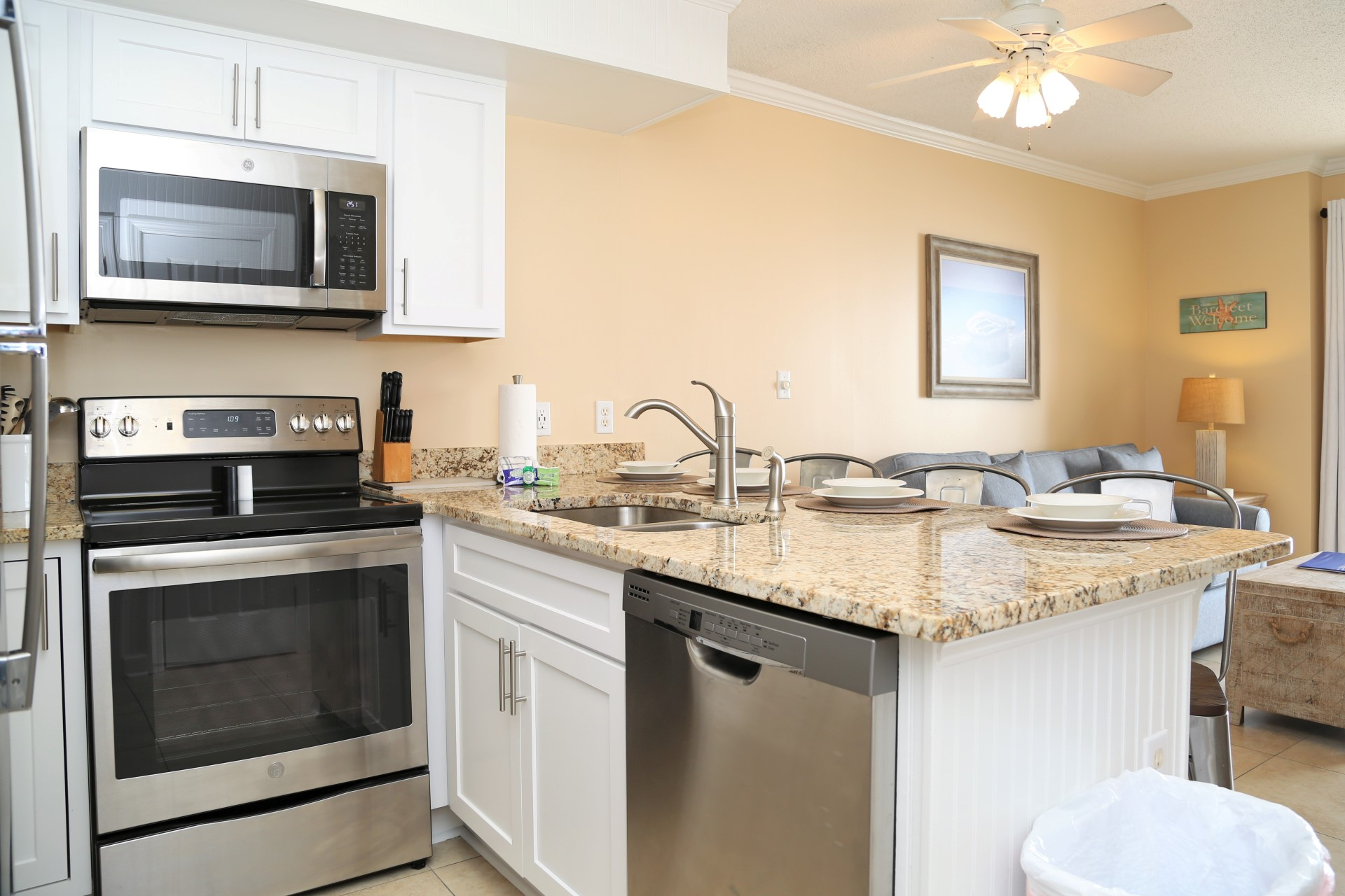 NEW completely renovated, fully equipped kitchen!