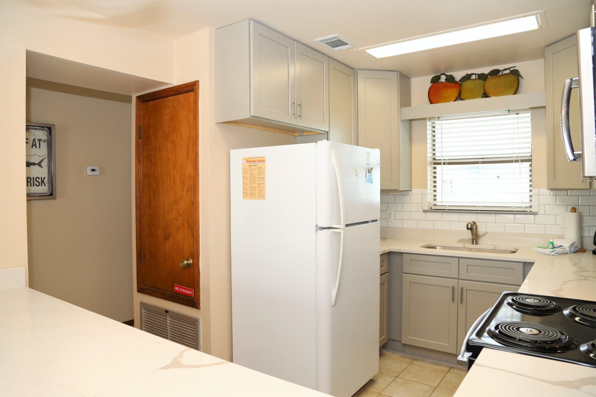 Fully equipped kitchen with all the essentials.