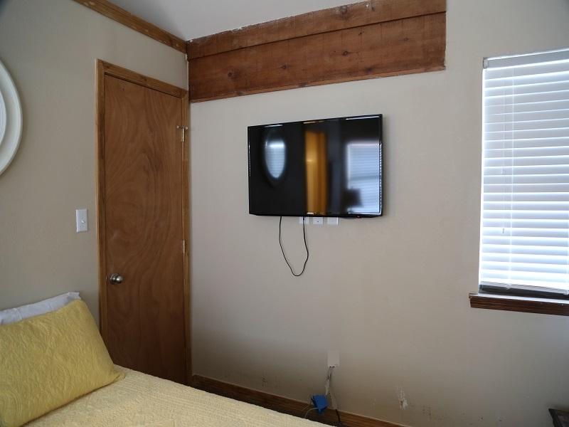 Third bedroom/loft - TV