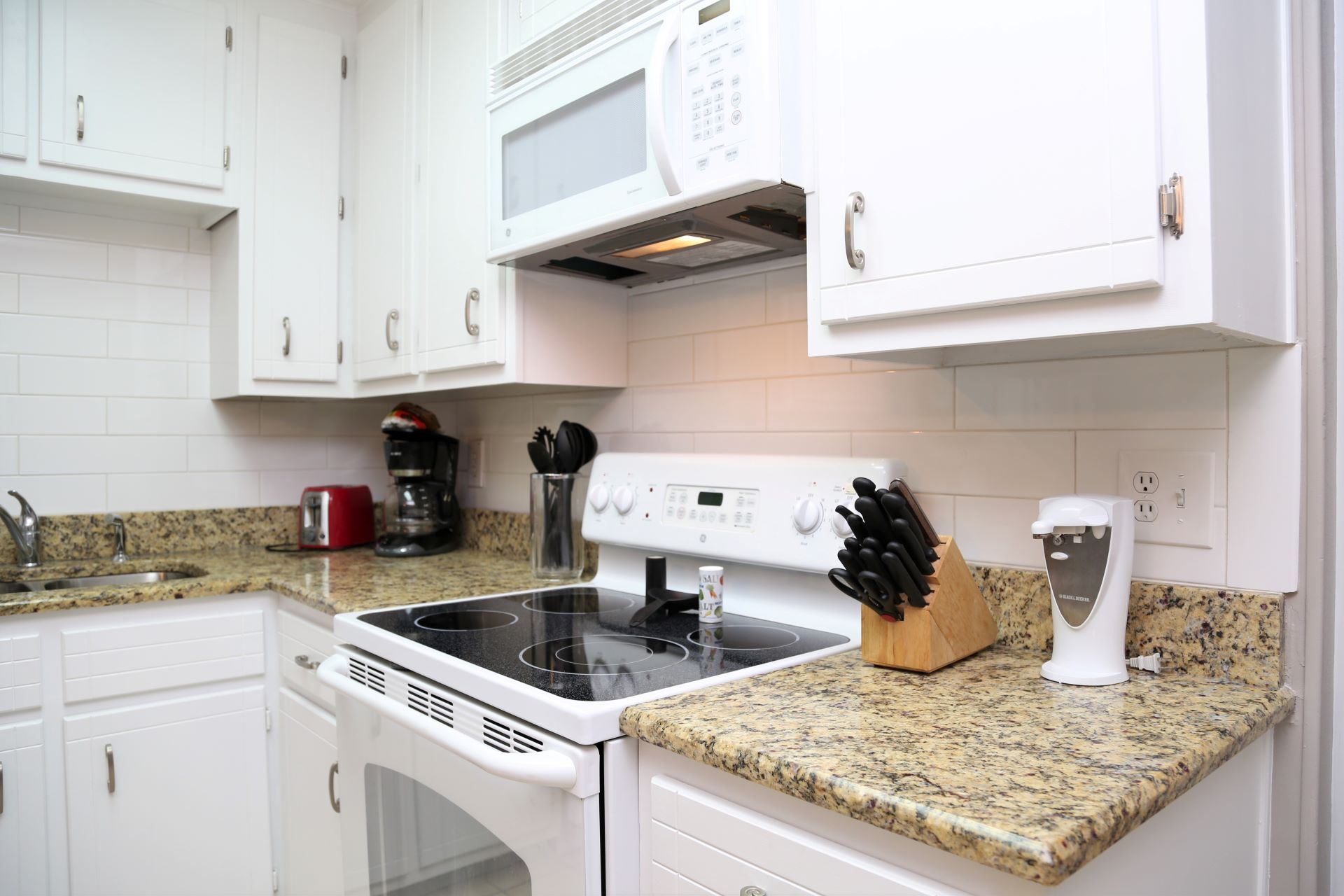 Fully equipped kitchen with granite counters and lots of cab