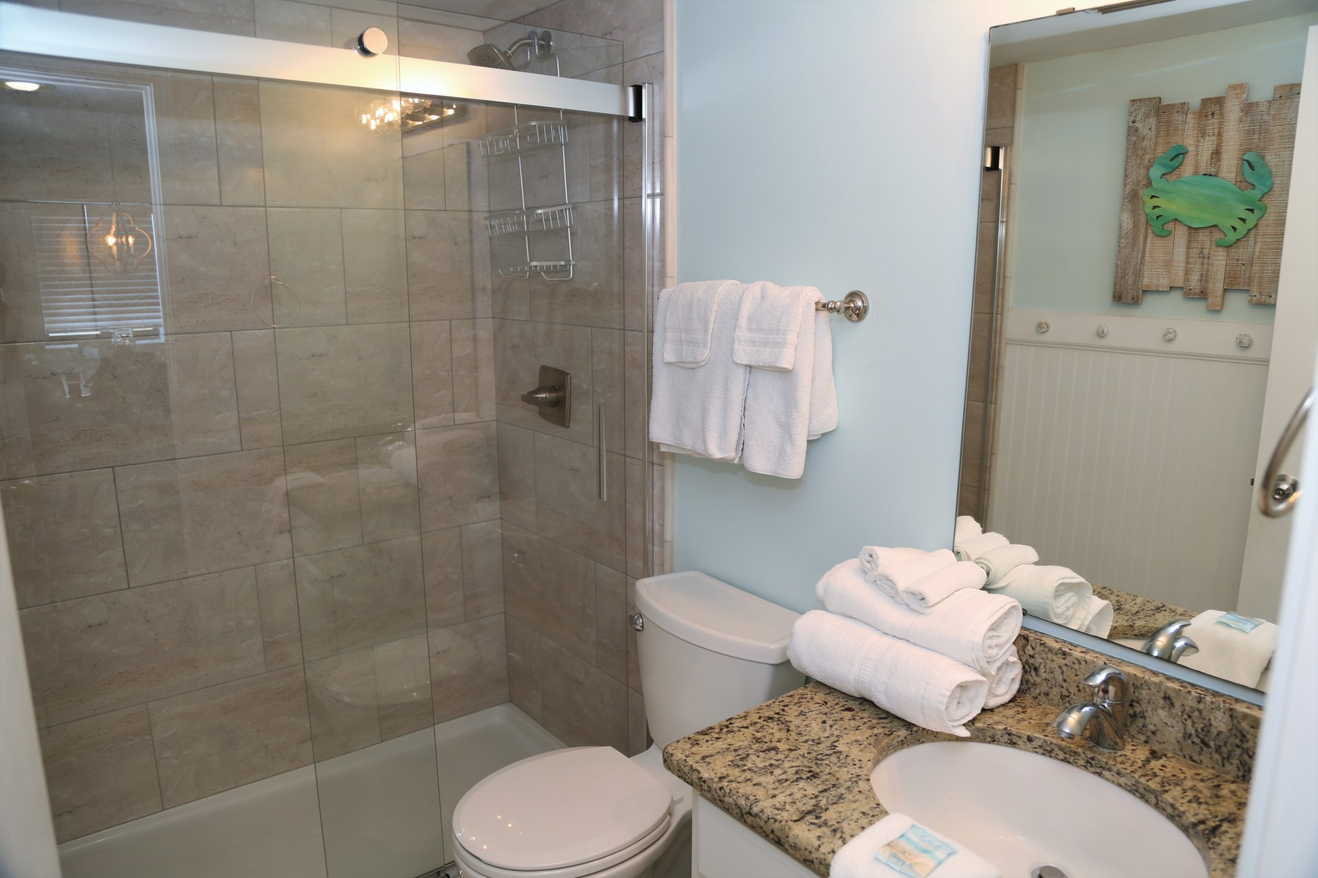 Tropical Winds 304 - Hall bathroom with tiled shower