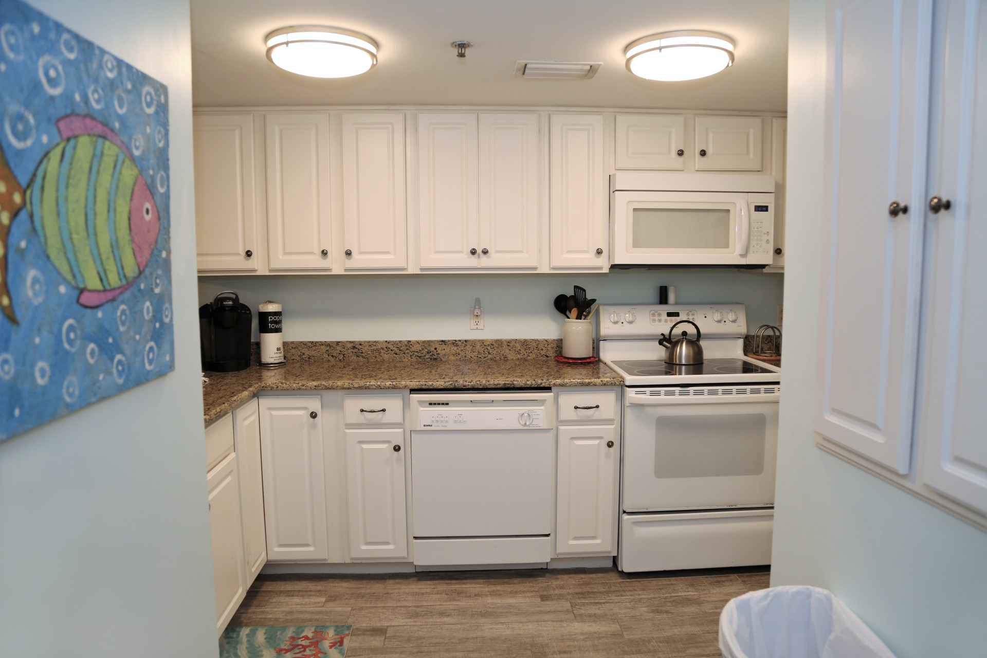 Tropical Winds 304 - Fully Equipped Kitchen with Granite Cou