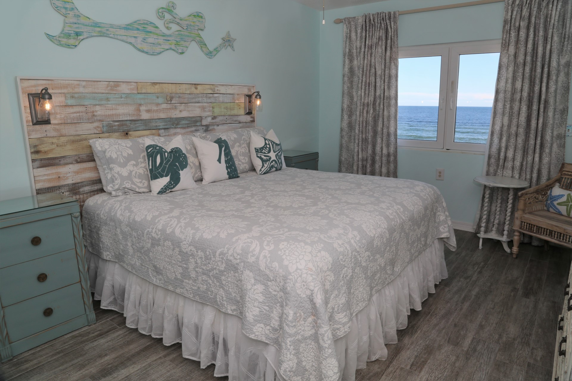 Tropical Winds 304 - Master bedroom includes upgraded king b