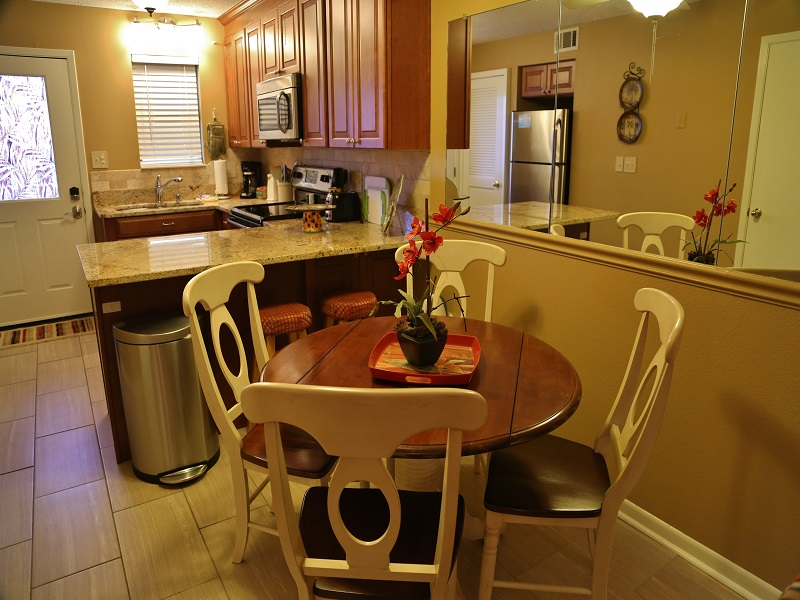Harbor House B20 - Dining table and chairs