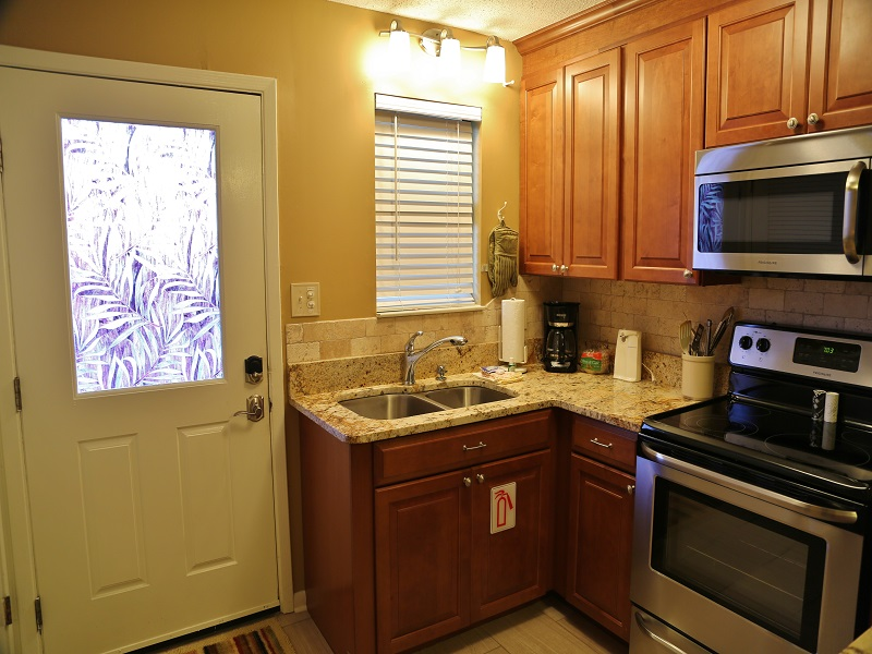 Harbor House B20 - Updated cabinets and modern appliances