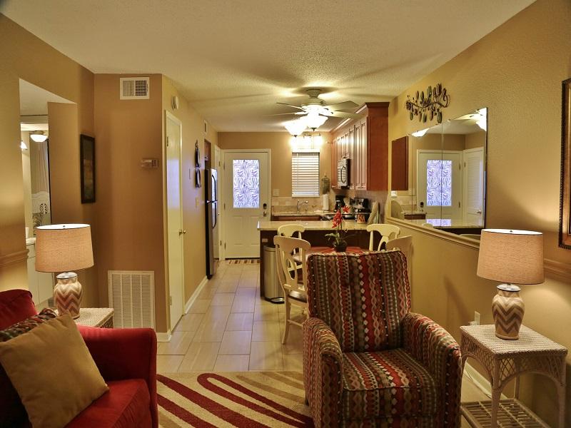 Harbor House B20 - Open living area