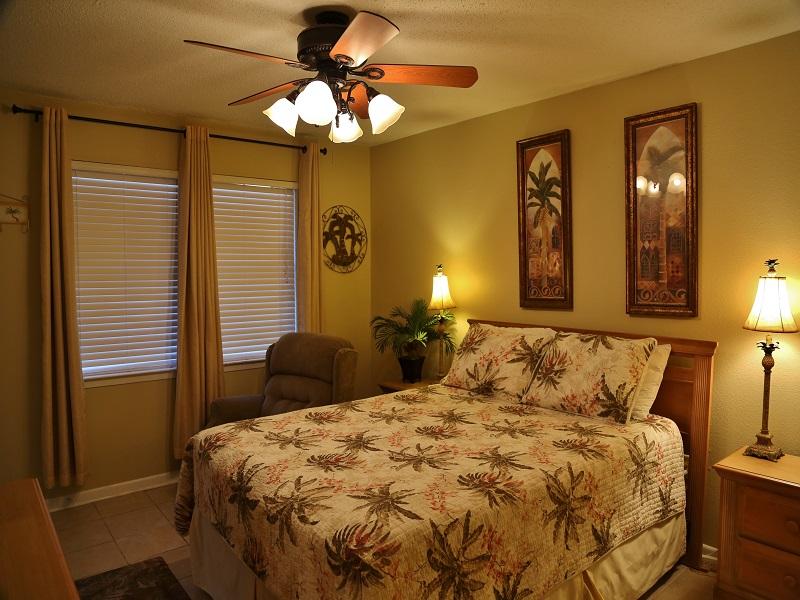 Harbor House B20 - Master bedroom - Queen