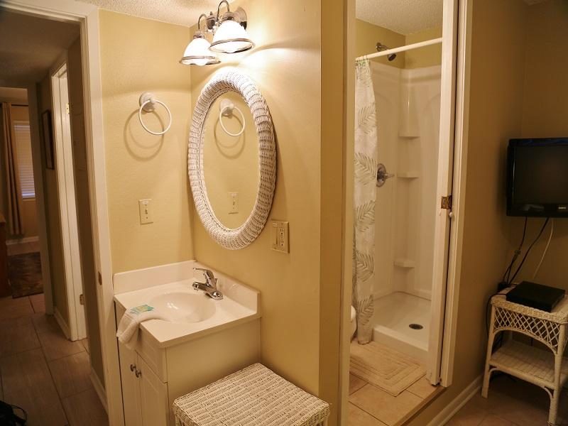 Harbor House B20 - vanity in guest bedroom
