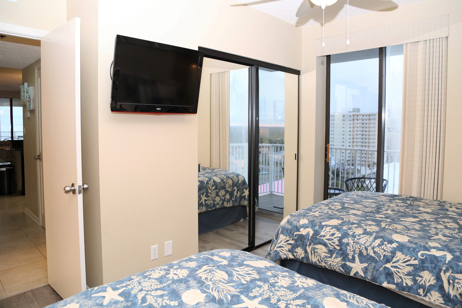 The third bedroom with TV, closet for storage, and direct ac