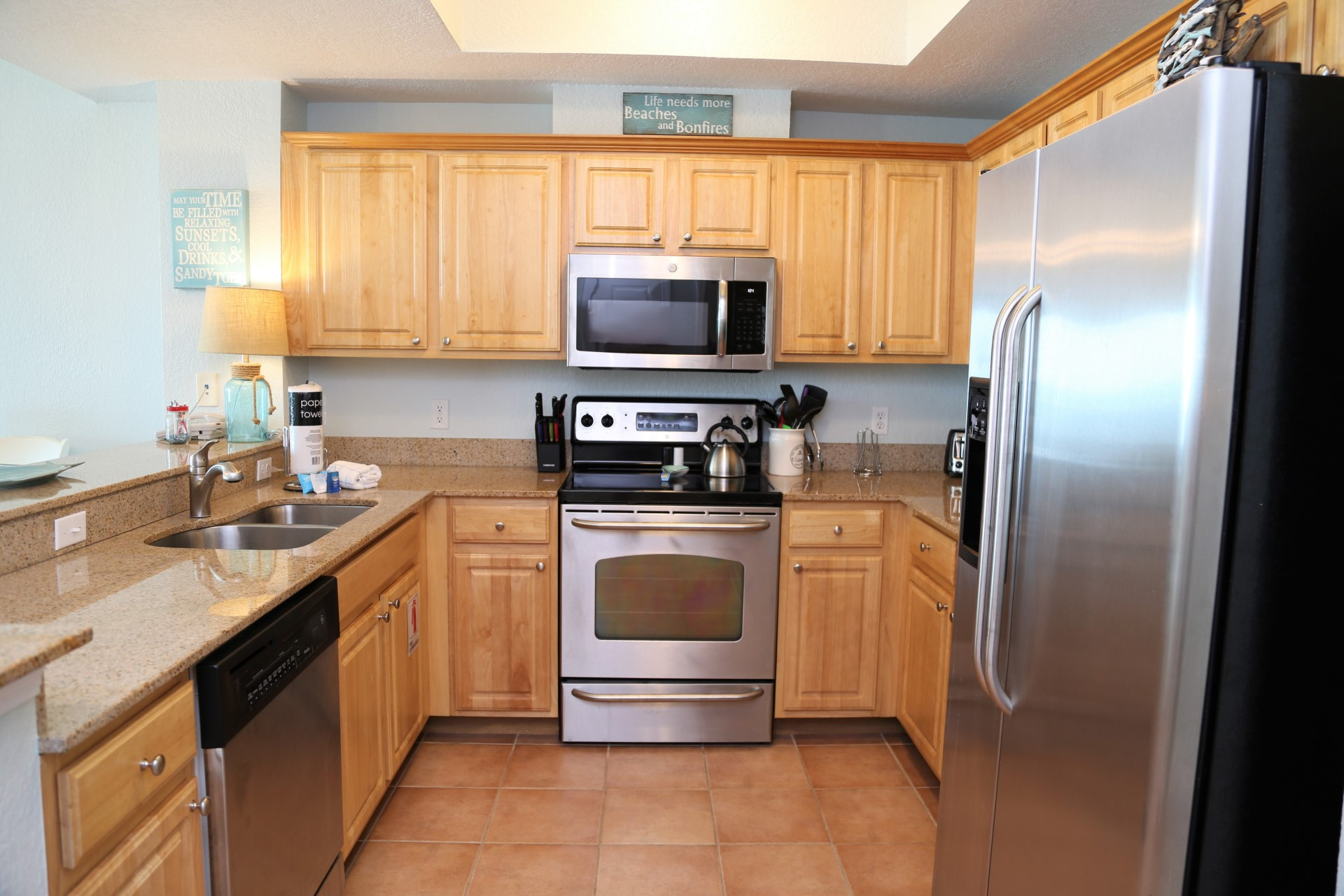 Crystal Shores West 905 - Stainless steel appliances