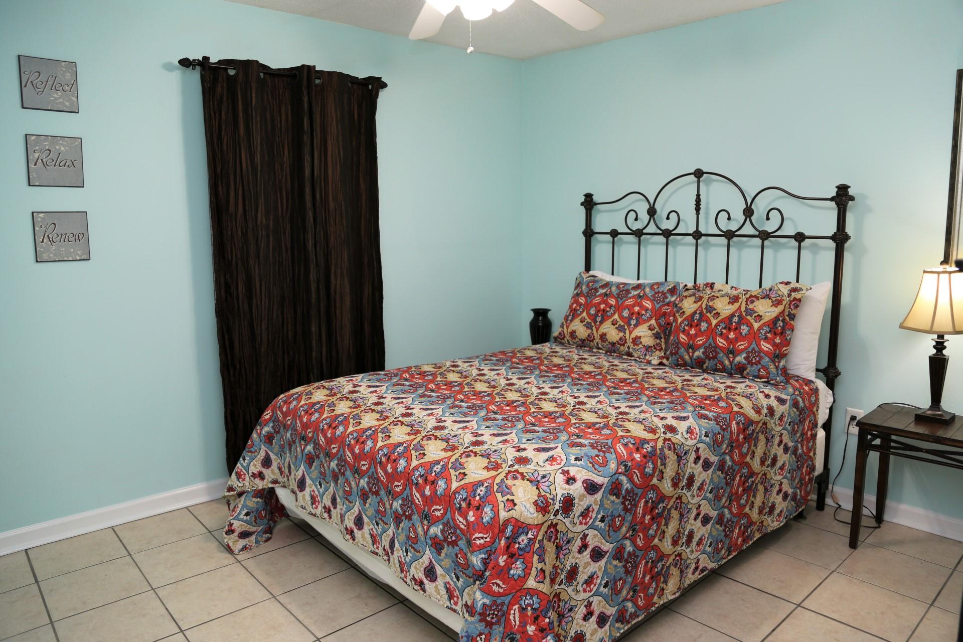 Castaways 1B - Second bedroom - Queen