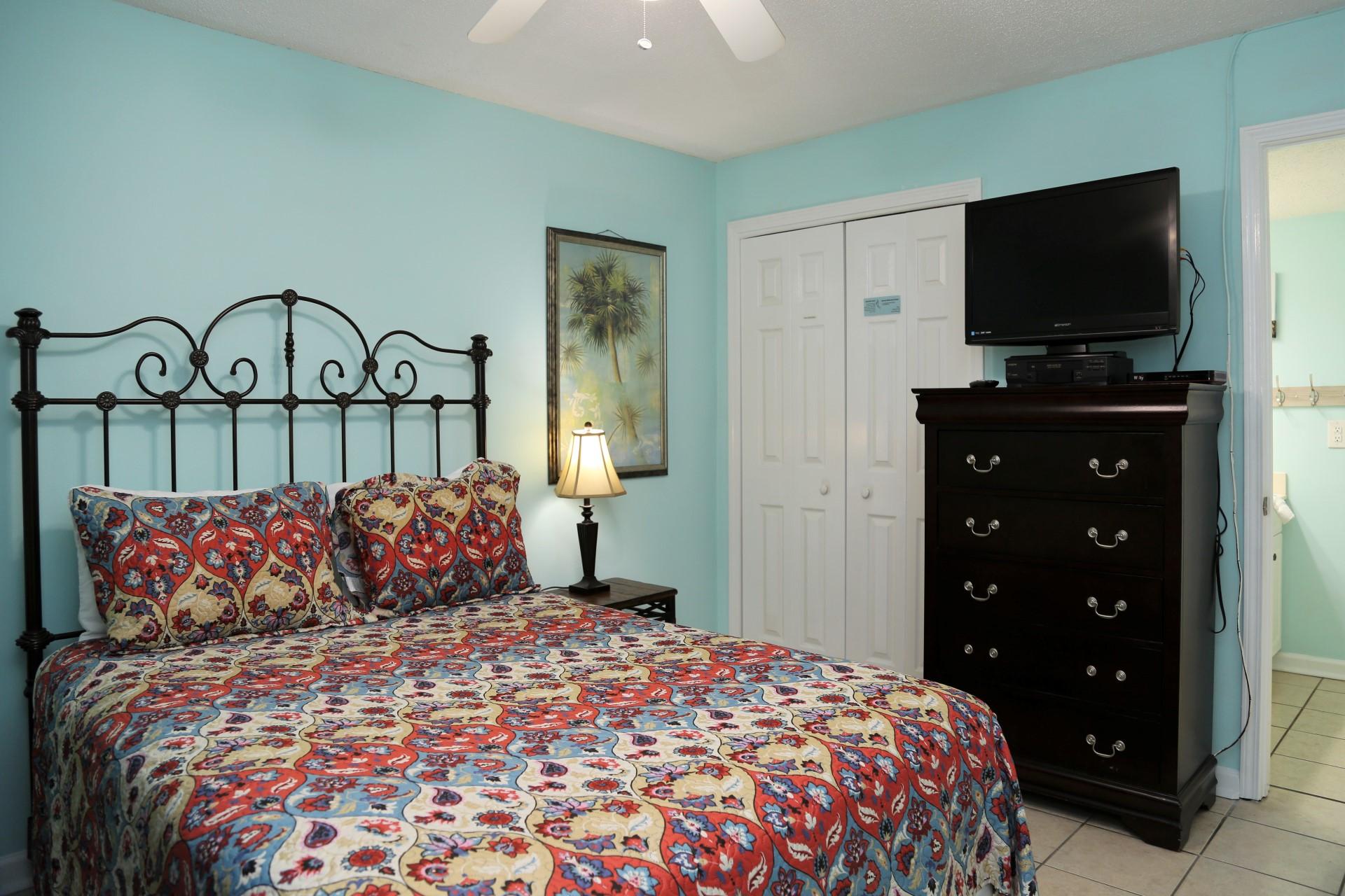 Castaways 1B - Second bedroom - TV