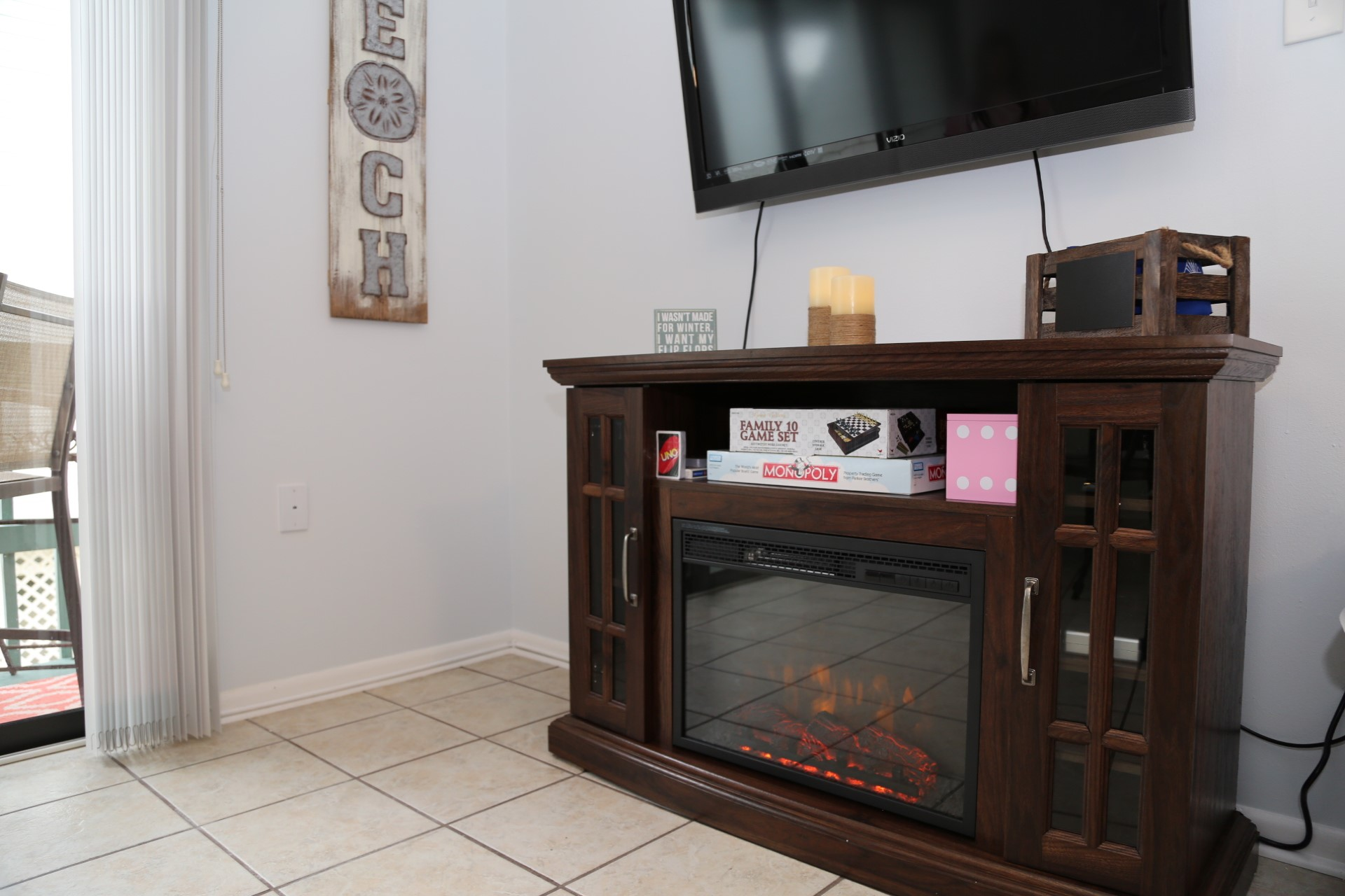 Warming electric fire place.
