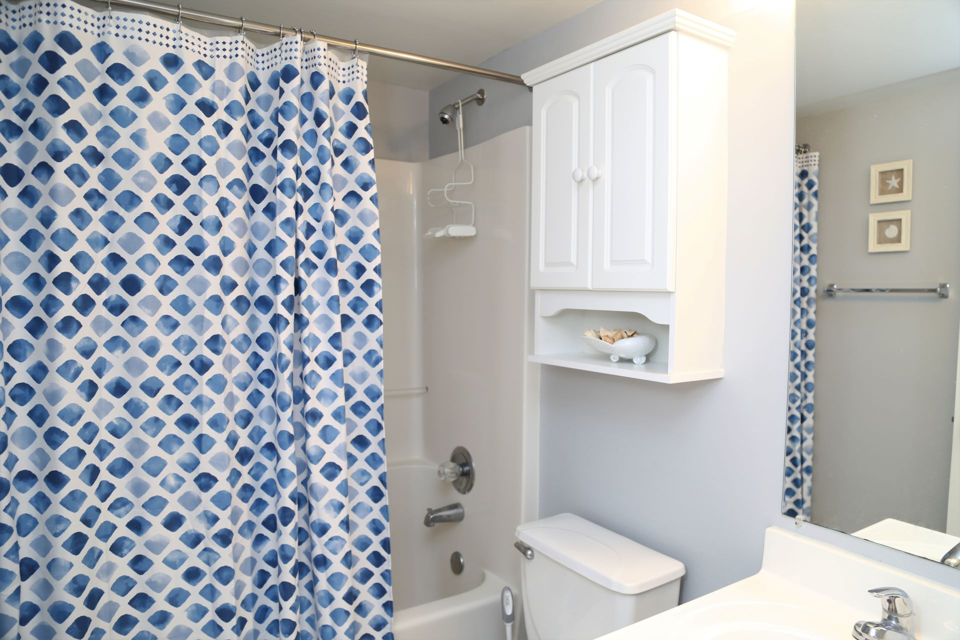 The hall bathroom includes a shower/tub combo plus a starter