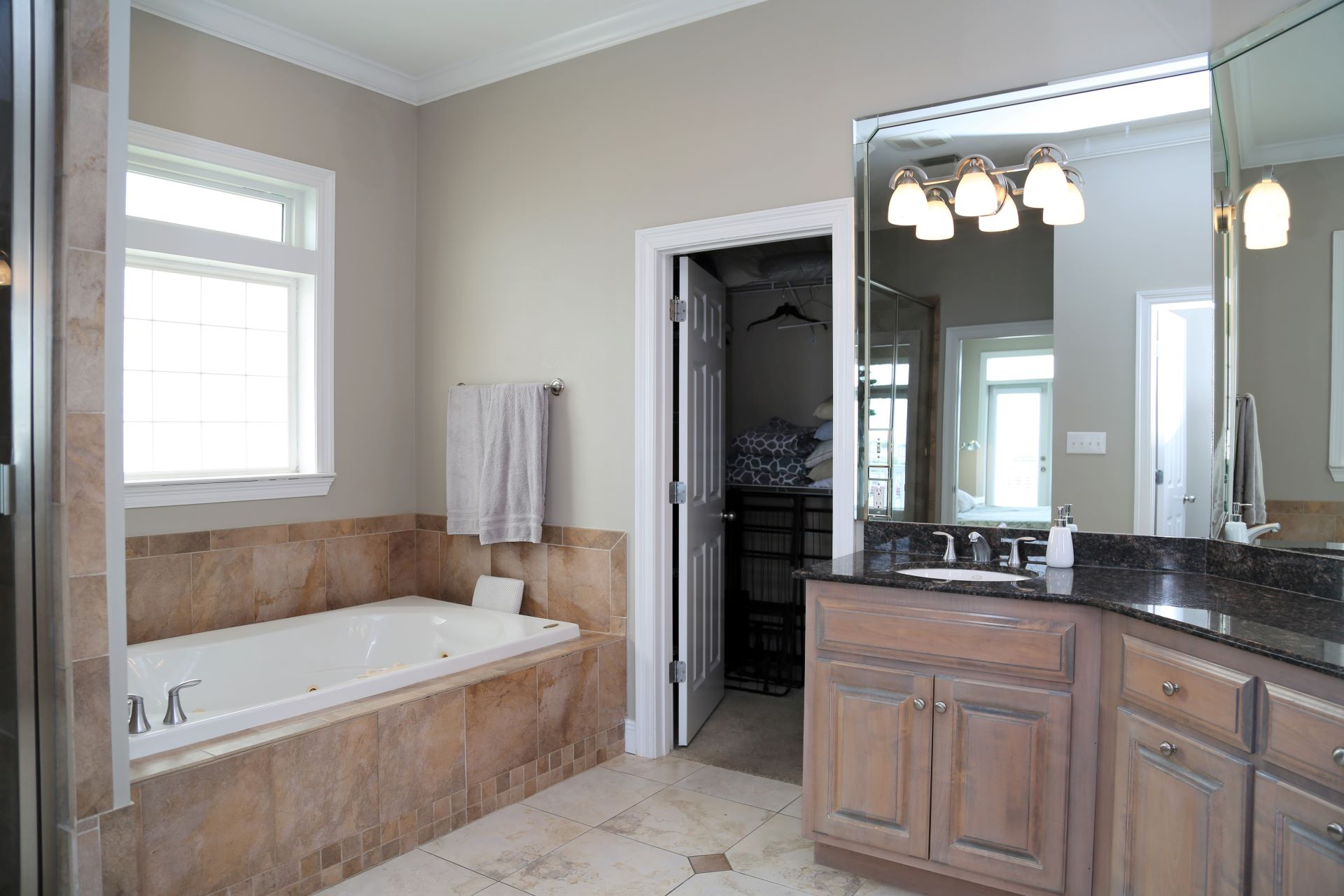 Large master bathroom with separate shower & jetted tub.