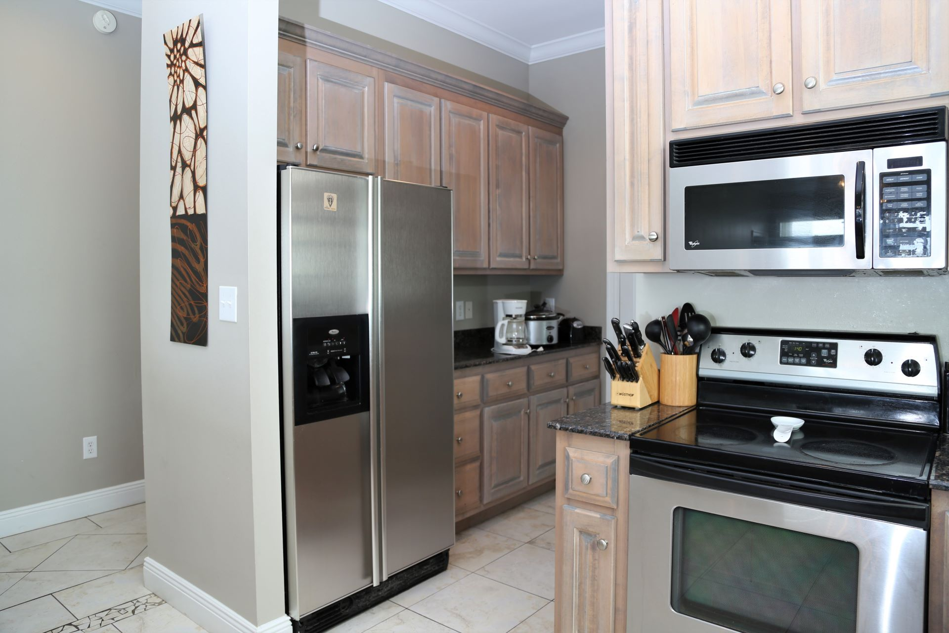 Fully equipped kitchen with all appliances.