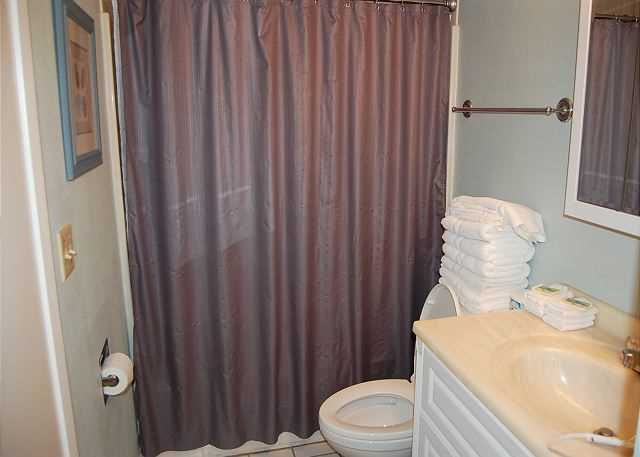 Bathroom - Shower/tub combo