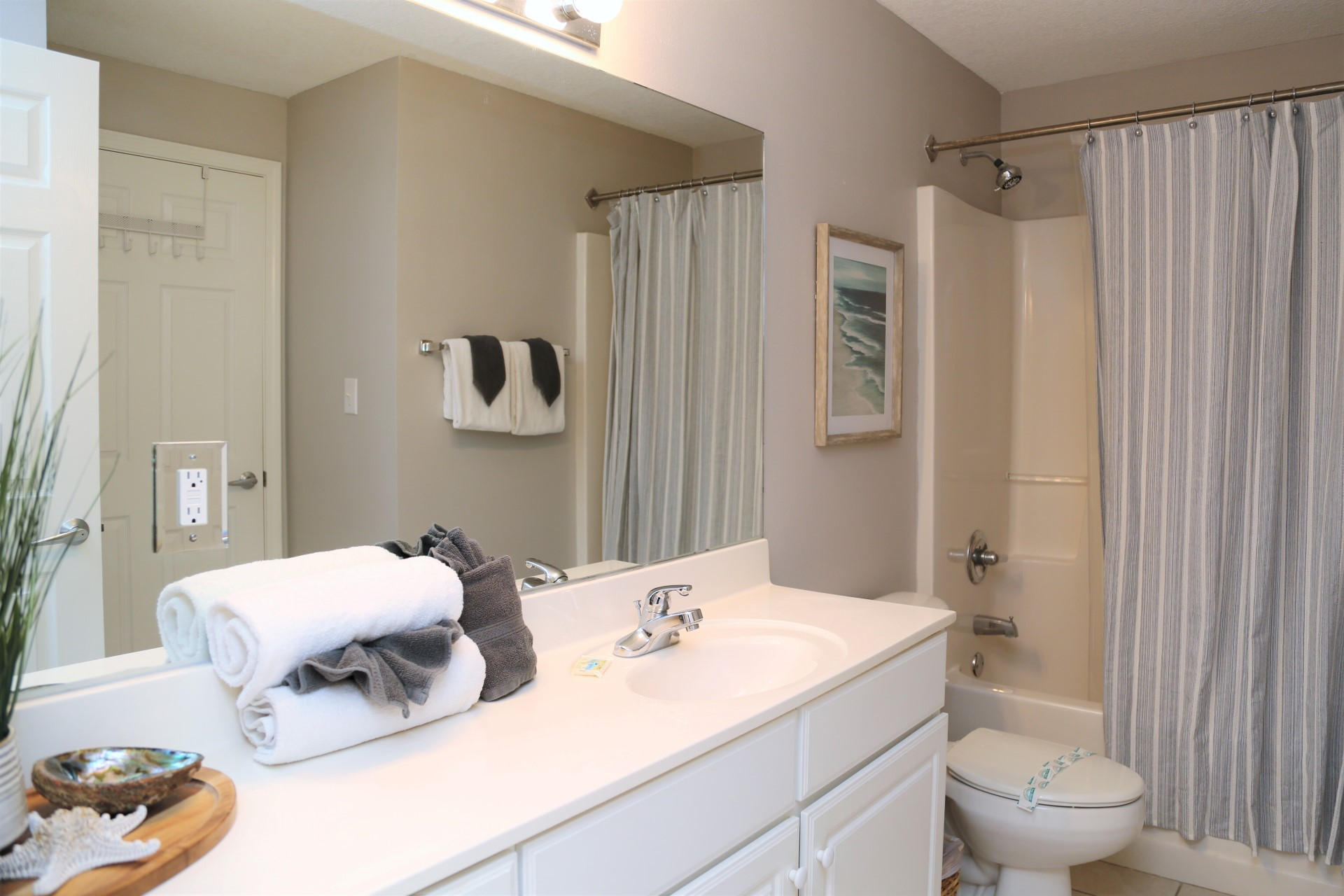 The second bathroom includes a shower/tub combo and can be a