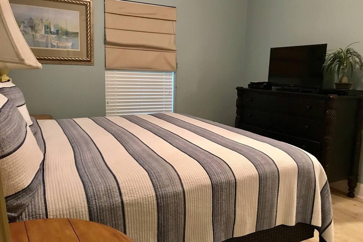 Bedroom 2, Crystal Shores 1006