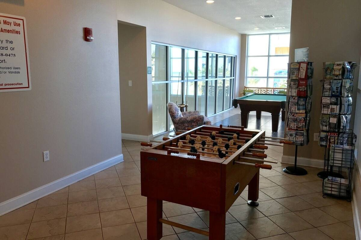Game room, Crystal Shores 1006