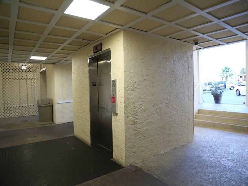 Castaways elevator