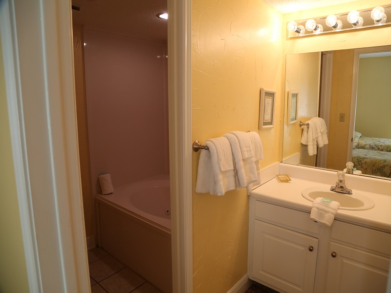 Twin bedroom bathroom - tub with seperate vanity
